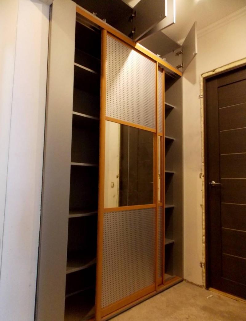 Встроенный шкаф в прихожую дизайн и подбор качественной мебе.