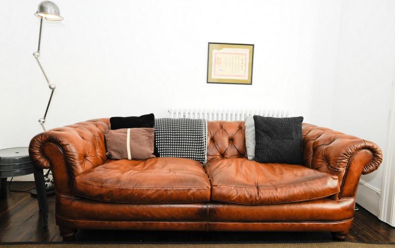искуственная Кожаная мягкая мебель в интерьере