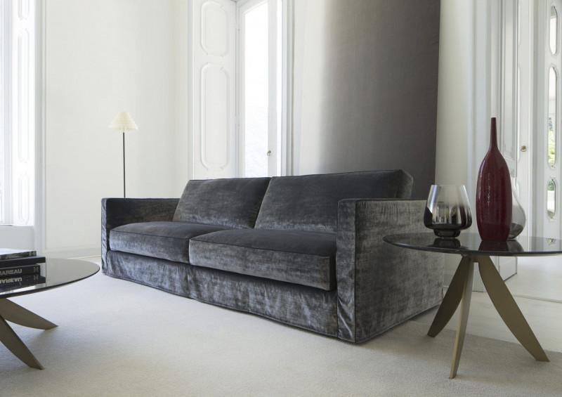 Серый вельветовый диван