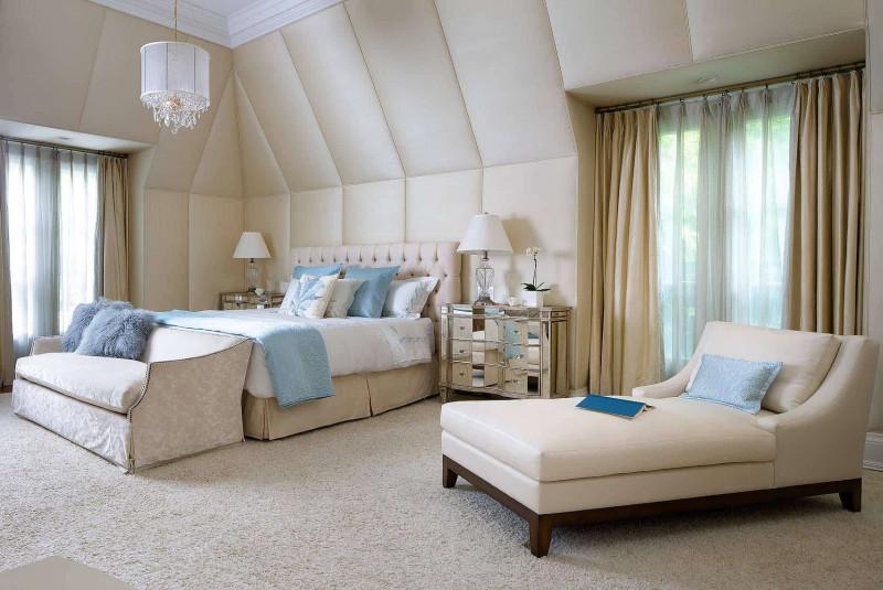 Драпировка стен тканью спальня